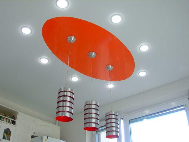 Натяжные потолки и световые эффекты