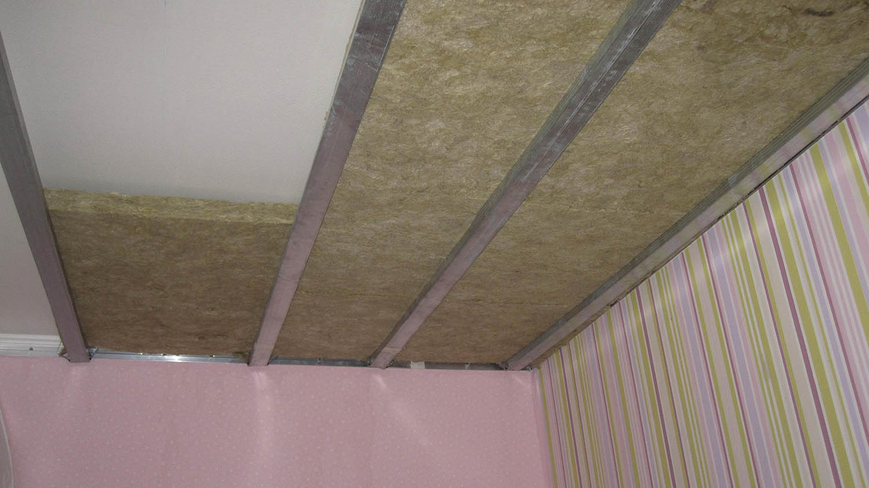 Утепление потолка своими руками (керамзит, опилки, минвата).